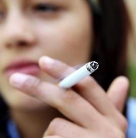 Teenage-girl-smoking-007