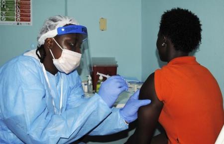 غينيا تبدأ الاختبارات على لقاح تجريبي جديد للإيبولا